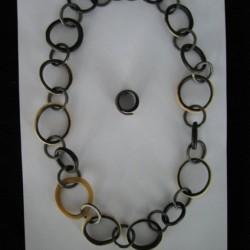 Halskette und passender Ring aus Horn